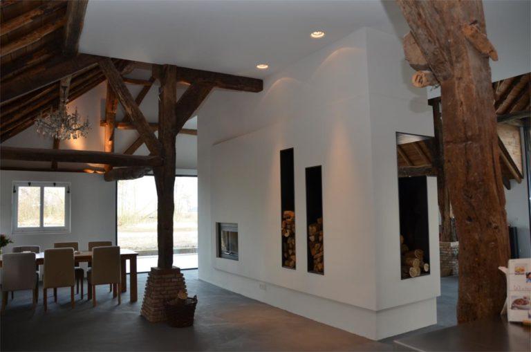 drijvers-oisterwijk-traditioneel-modern-landelijk-interieur-particulier-boerderij-monument-transparant-hout-spanten-gevel-baksteen-rietgedekt-restauratie (2)