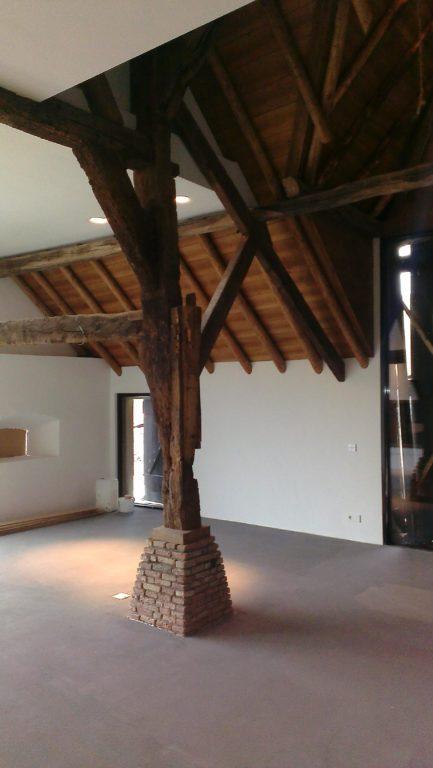 drijvers-oisterwijk-traditioneel-modern-landelijk-interieur-particulier-boerderij-monument-transparant-hout-spanten-gevel-baksteen-rietgedekt-restauratie (9)