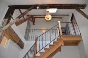 drijvers-oisterwijk-traditioneel-trap-modern-landelijk-interieur-particulier-boerderij-monument-transparant-hout-spanten-gevel-baksteen-rietgedekt-restauratie-intern (1)