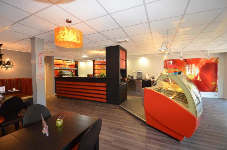 drijvers-oisterwijk-krekels-lierop-ijssalon-interieur-vorstelijk-rood-terras (10)