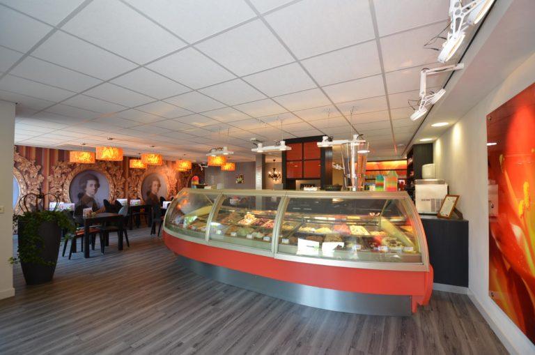 drijvers-oisterwijk-krekels-lierop-ijssalon-interieur-vorstelijk-rood-terras (2)