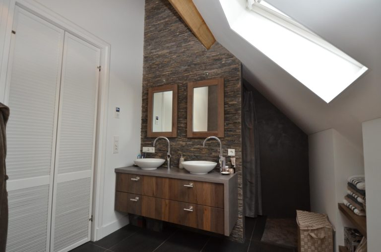 drijvers-oisterwijk-badkamer-gestuct-spiegel-lamp