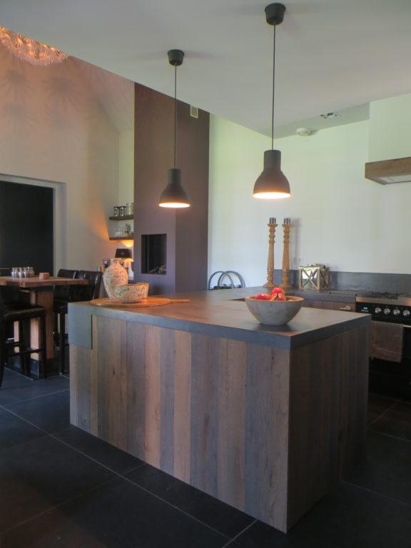 drijvers-oisterwijk-keuken-kookeiland-fornuis-lampen-openhaard