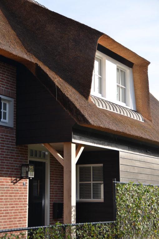 drijvers-oisterwijk-riet-baksteen-houten-gevel-voordeur-1