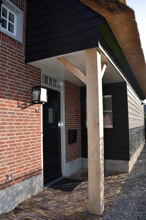 drijvers-oisterwijk-riet-baksteen-houten-gevel-voordeur