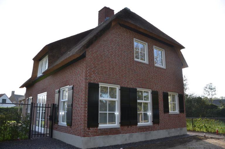 drijvers-oisterwijk-riet-baksteen-houten-gevel-wolfseind-ramen-1
