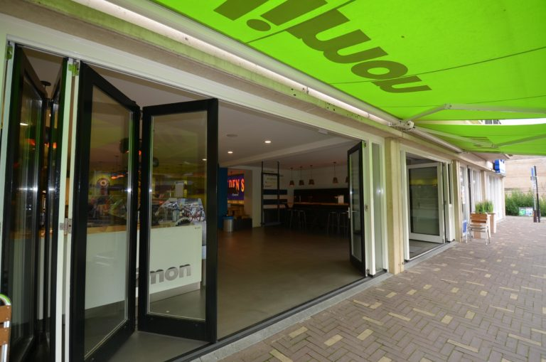 drijvers-oisterwijk-ijssalon-tilburg-modern-kleurrijk-hout-bar-gezellig-schommel (11)