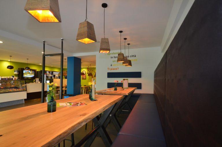 drijvers-oisterwijk-ijssalon-tilburg-modern-kleurrijk-hout-bar-gezellig-schommel (12)