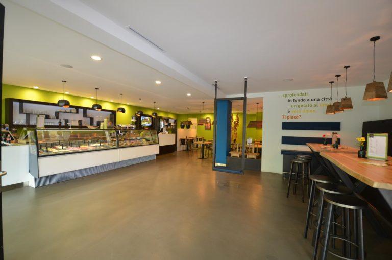 drijvers-oisterwijk-ijssalon-tilburg-modern-kleurrijk-hout-bar-gezellig-schommel (3)