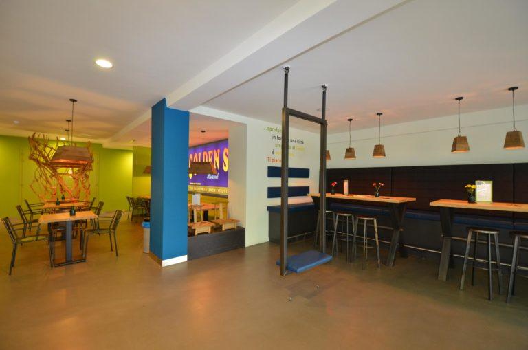 drijvers-oisterwijk-ijssalon-tilburg-modern-kleurrijk-hout-bar-gezellig-schommel (4)