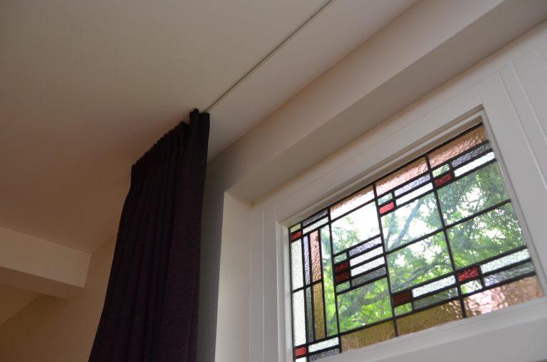 drijvers-oisterwijk-woonhuis-interieur-modern-licht-hout-tegel-verlichting-glas-in-lood-gordijn (12)