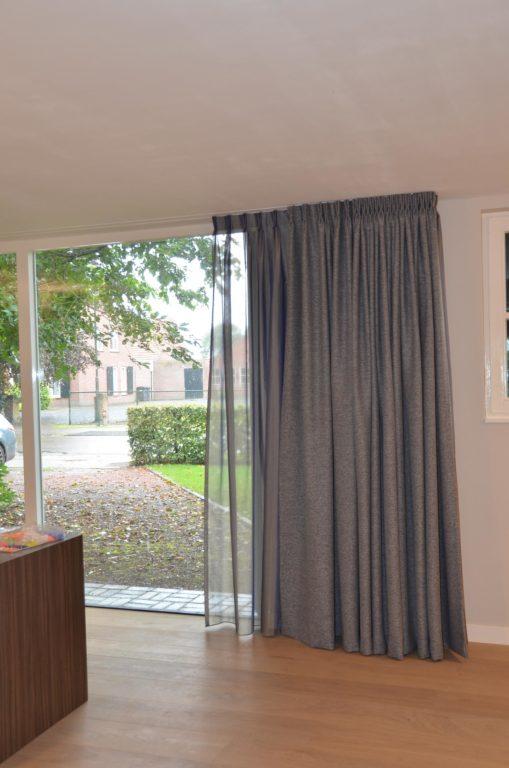 drijvers-oisterwijk-woonhuis-gordijn-interieur-modern-licht-hout-tegel-verlichting (13)