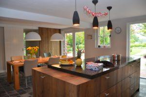 drijvers-oisterwijk-woonhuis-keuken-interieur-modern-licht-hout-tegel-verlichting (3)