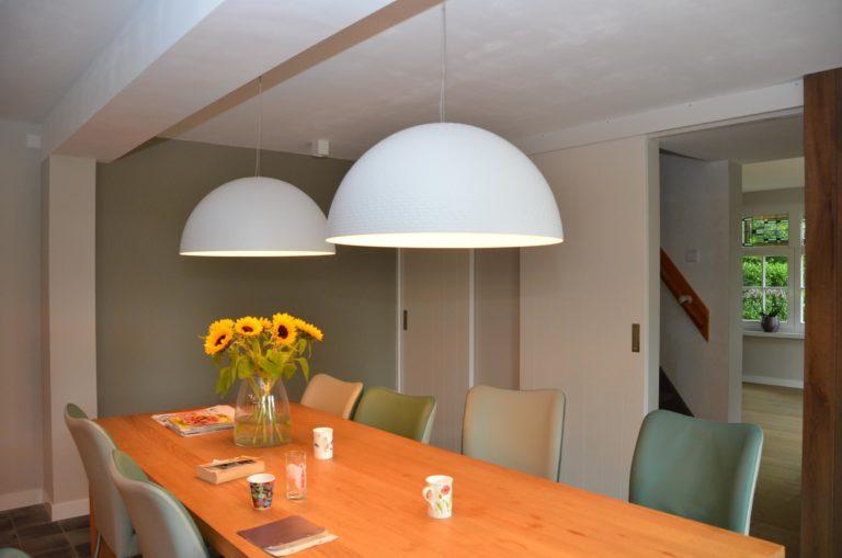 drijvers-oisterwijk-woonhuis-eetkamer-interieur-modern-licht-hout-tegel-verlichting (5)