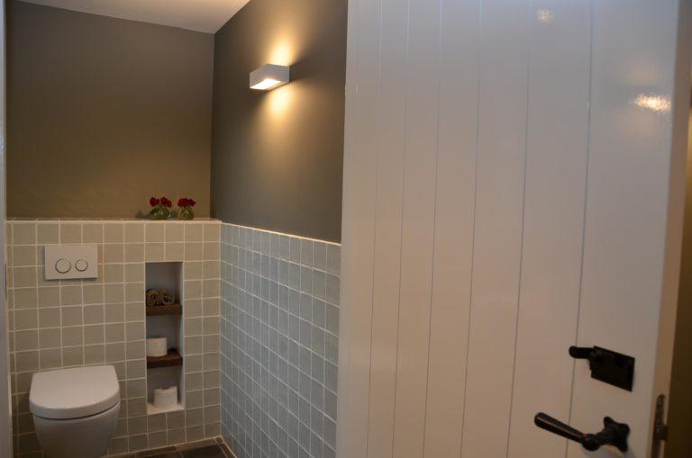 drijvers-oisterwijk-woonhuis-toilet-interieur-modern-licht-hout-tegel-verlichting (6)