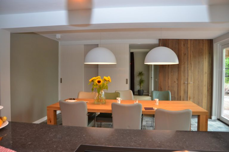 drijvers-oisterwijk-woonhuis-interieur-modern-licht-hout-tegel-verlichting (8)
