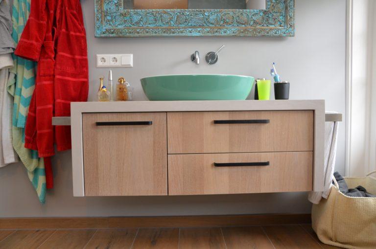 drijvers-oisterwijk-verbouwing-badkamer-spachtelpoets-hout-tegel-interieur-woonhuis (1)-min
