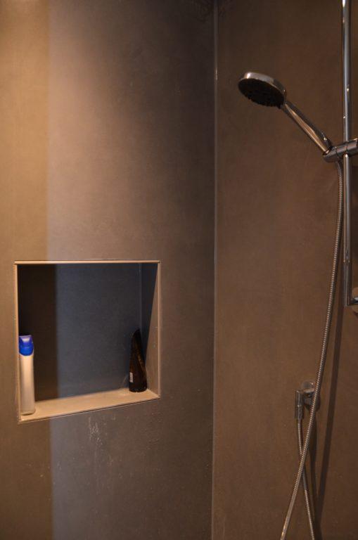 drijvers-oisterwijk-verbouwing-badkamer-spachtelpoets-hout-tegel-interieur-woonhuis (12)-min