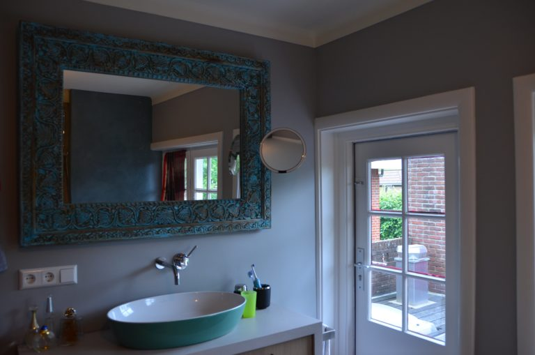 drijvers-oisterwijk-verbouwing-badkamer-spachtelpoets-hout-tegel-interieur-woonhuis (2)-min