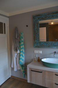 drijvers-oisterwijk-verbouwing-badkamer-spachtelpoets-hout-tegel-interieur-woonhuis (6)-min
