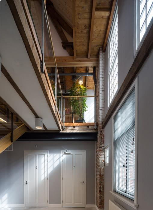 drijvers-oisterwijk-KVL-interieur-leerfabriek-restauratie-kantoor-trap (12)