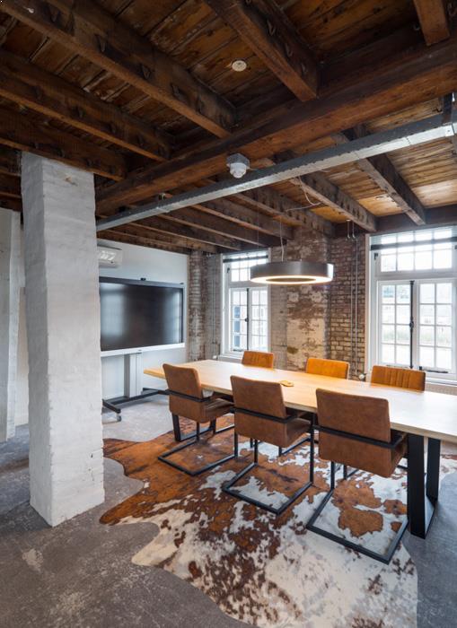 drijvers-oisterwijk-KVL-interieur-leerfabriek-restauratie-vergaderruimte-koeienhuid-kantoor (17)
