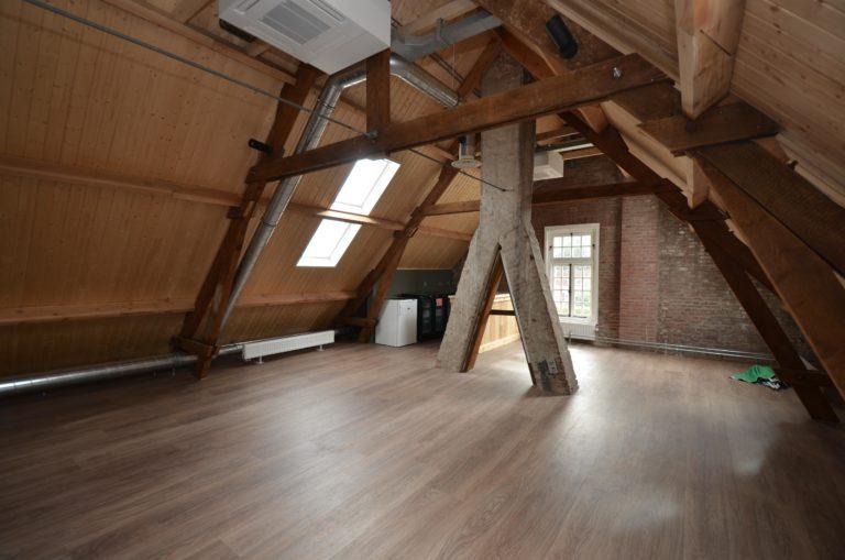drijvers-oisterwijk-KVL-interieur-leerfabriek-restauratie-koeienhuid-kleed (62)