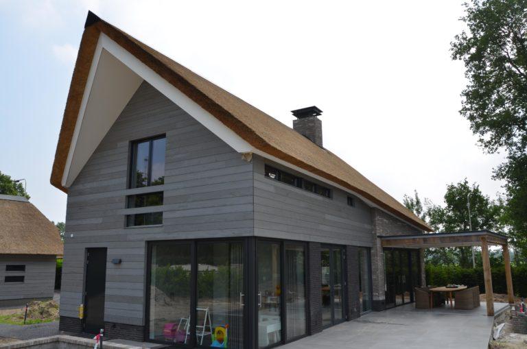 drijvers-oisterwijk-nieuwbouw-villa-riet-hout-bakstenen (15)