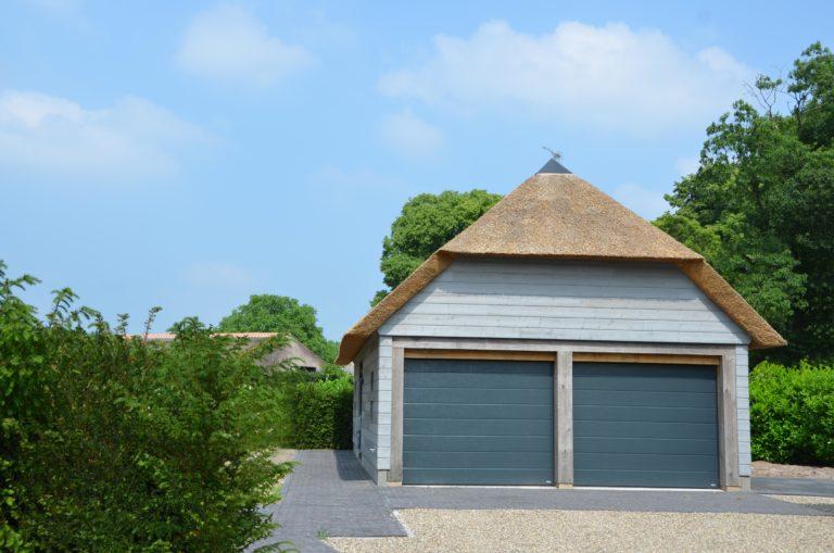 drijvers-oisterwijk-nieuwbouw-villa-riet-hout-bakstenen-garage-bijgebouw (26)