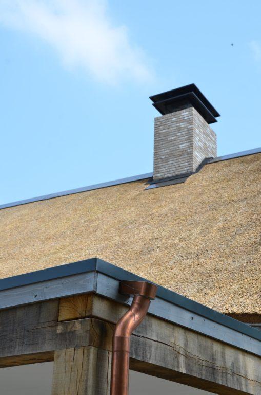 drijvers-oisterwijk-nieuwbouw-villa-riet-hout-bakstenen-goot-schoorsteen (30)