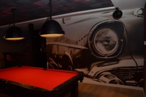 drijvers-oisterwijk-villa-riet-hout-interieur-mancave-behang-biljarttafel-verlichting (40)