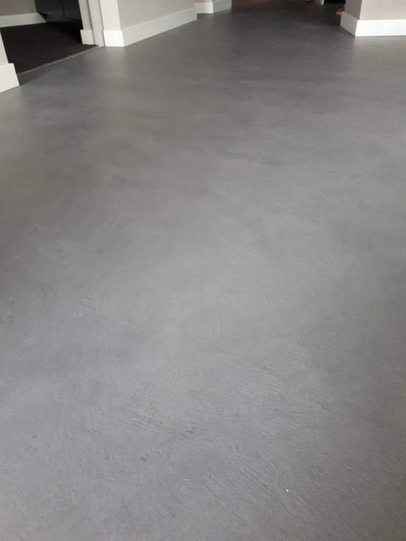 drijvers-oisterwijk-interieur-vloer-gietvloer-verbouwing-modern-appartement-strak-hout-gezellig (11)-min