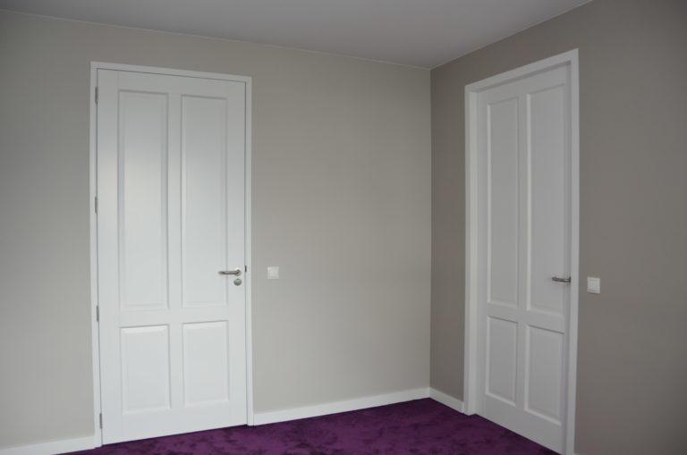 drijvers-oisterwijk-interieur-verbouwing-tapijt-deur-modern-appartement-strak-hout-gezellig (13)-min