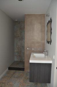 drijvers-oisterwijk-interieur-verbouwing-badkamer-tegel-modern-appartement-strak-hout-gezellig (13)-min