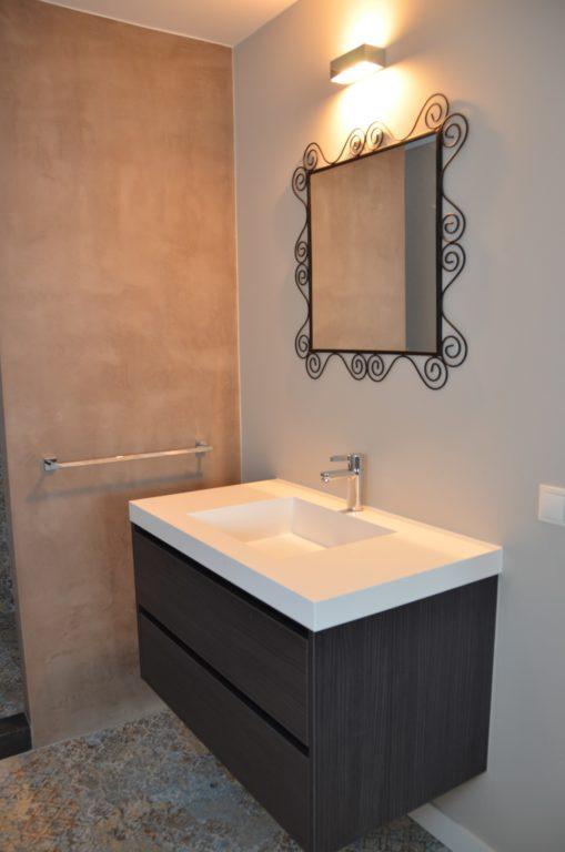 drijvers-oisterwijk-interieur-badkamer-meubel-spiegel-tegel-verbouwing-modern-appartement-strak-hout-gezellig (15)-min