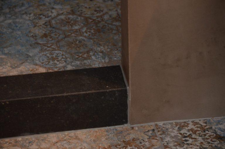 drijvers-oisterwijk-interieur-tegel-opstapje-verbouwing-modern-appartement-strak-hout-gezellig (17)-min