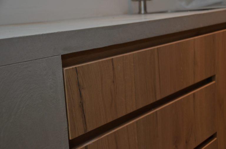 drijvers-oisterwijk-interieur-keuken-aanrecht-blad-detail-verbouwing-modern-appartement-strak-hout-gezellig (18)-min