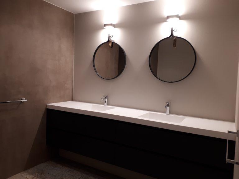 drijvers-oisterwijk-interieur-verbouwing-spiegel-badkamer-modern-appartement-strak-hout-gezellig (4)-min