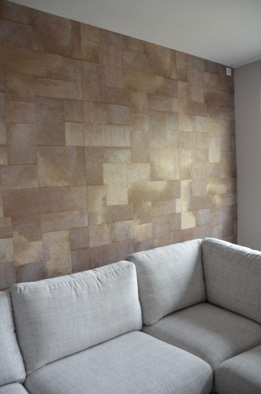 drijvers-oisterwijk-interieur-woonkamer-behang-bank-verbouwing-modern-appartement-strak-hout-gezellig (4)-min