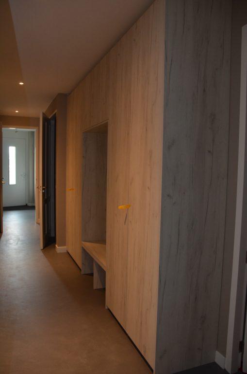 drijvers-oisterwijk-interieur-kast-verbouwing-modern-appartement-strak-hout-gezellig (6)-min