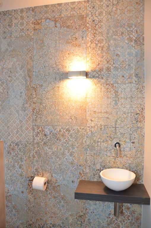 drijvers-oisterwijk-interieur-tegel-toilet-fontein-verbouwing-modern-appartement-strak-hout-gezellig (8)-min
