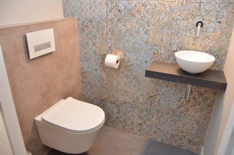drijvers-oisterwijk-interieur-toilet-tegel-verbouwing-modern-appartement-strak-hout-gezellig (9)-min