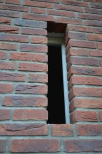 drijvers-oisterwijk-nieuwbouw-exterieur-riet-hout-bakstenen-gevel-grote-pui-ramen-dakkapel-hout-kozijn (3)