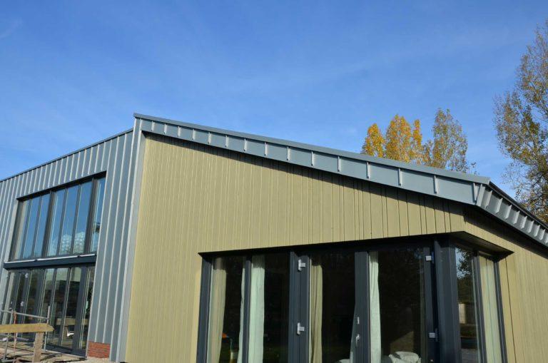 drijvers-oisterwijk-nieuwbouw-exterieur-zink-gevel-dak-strak-modern-bakstenen-deur-raam-pui (11)