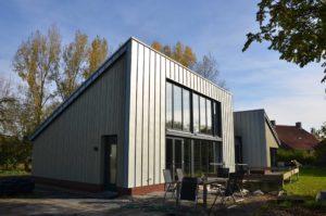 drijvers-oisterwijk-nieuwbouw-exterieur-zink-gevel-dak-strak-modern-bakstenen-deur-raam-pui (15)