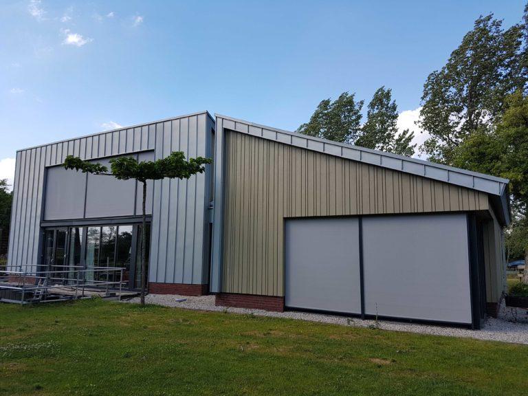 drijvers-oisterwijk-nieuwbouw-exterieur-zink-gevel-dak-strak-modern-bakstenen-deur-raam-pui (2)