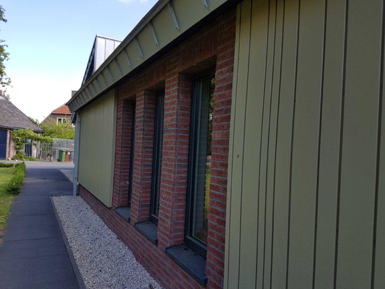 drijvers-oisterwijk-nieuwbouw-exterieur-zink-gevel-dak-strak-modern-bakstenen-deur-raam-pui (3)