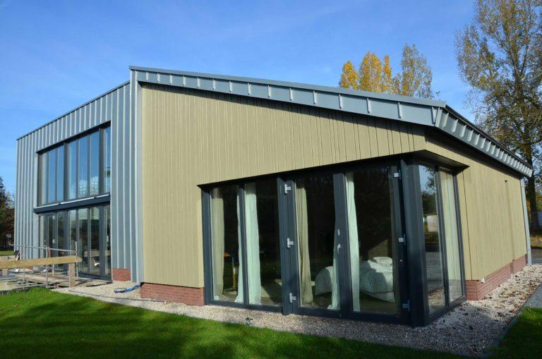 drijvers-oisterwijk-nieuwbouw-exterieur-zink-gevel-dak-strak-modern-bakstenen-deur-raam-pui (8)