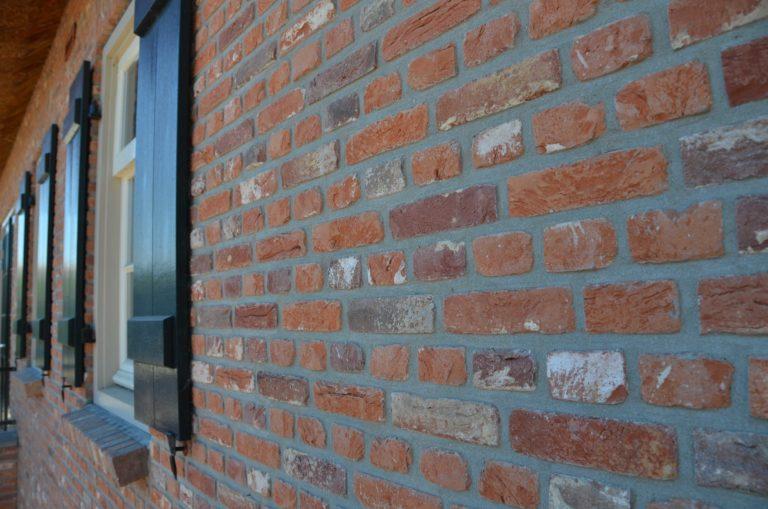 drijvers-oisterwijk-exterieur-boerderij-nieuwbouw-bakstenen-riet-dak-houten-gevel-spant-pannendak-restauratie-traditioneel-landelijk (11)