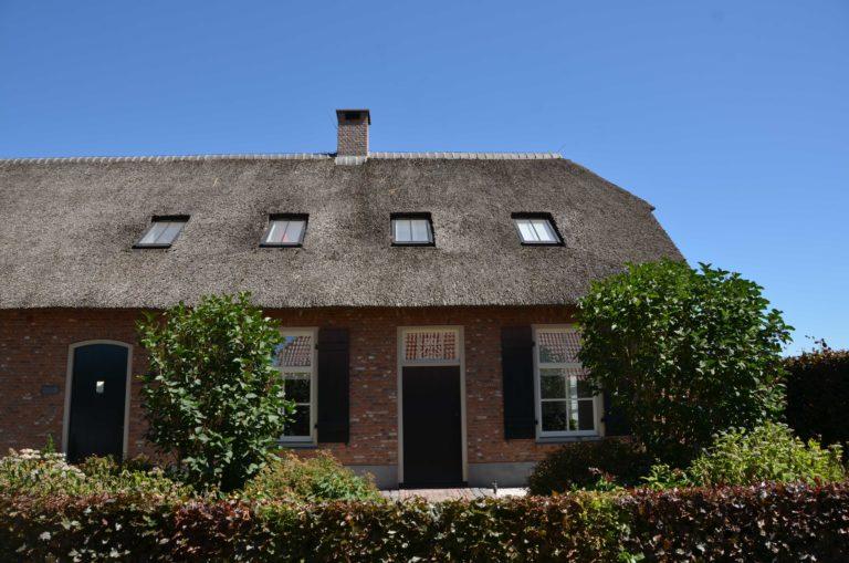 drijvers-oisterwijk-exterieur-boerderij-nieuwbouw-bakstenen-riet-dak-houten-gevel-spant-pannendak-restauratie-traditioneel-landelijk (20)